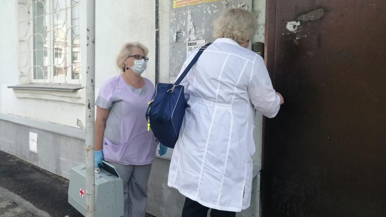 """Выездная бригада паллиативной помощи: """"Нашей самой пожилой пациентке 103 года"""""""