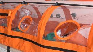 СинТЗ подарил городской больнице транспортировочный бокс для перевозки больных коронавирусом