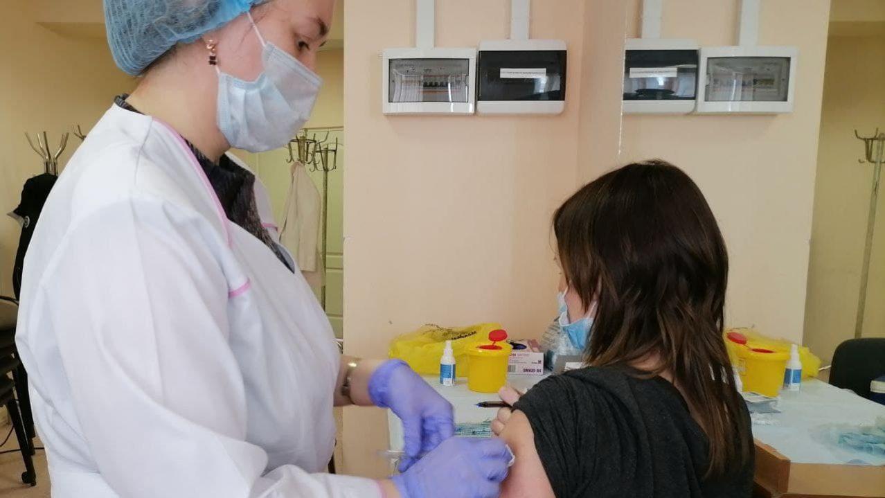 Выездная вакцинация от COVID-19 пройдёт в торговом центре Каменска-Уральского